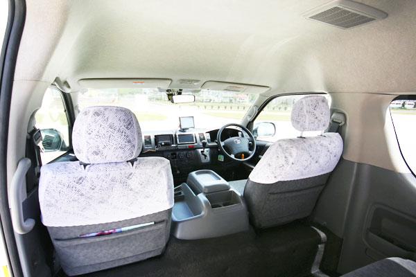 後部座席から運転席