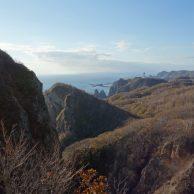 室蘭市 11月の地球岬と断崖の海岸